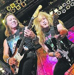Дэйв Мюррей и Яник Герс мечтали о большом футболе, а стали крутыми гитаристами.
